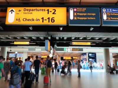 空港で荷物預かり