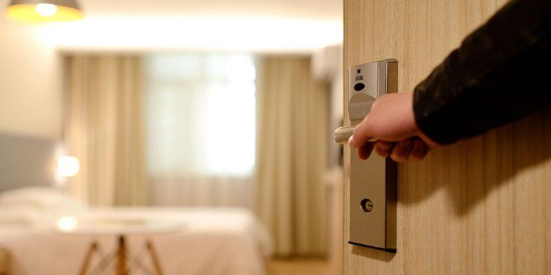 出入り口ドアの安全対策
